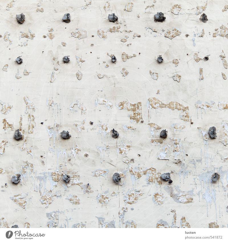 Bruchfassade Haus Renovieren Baustein Baustelle Stadt Bauwerk Gebäude Fassade Mauer Wand Stein Metall Stahl bauen alt silber weiß Vergänglichkeit
