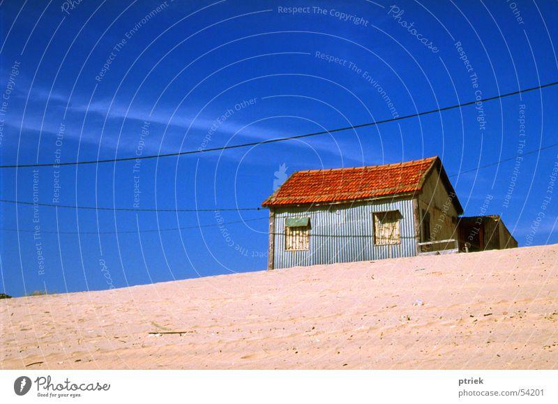 Cottage on the beach Strand Sand Landhaus Blauer Himmel sehr wenige Lissabon Cottage