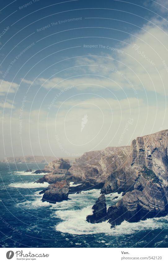 steiler Zahn Ferien & Urlaub & Reisen Natur Landschaft Wasser Himmel Wolken Wind Felsen Wellen Küste Meer Atlantik Insel Gischt Republik Irland wild blau