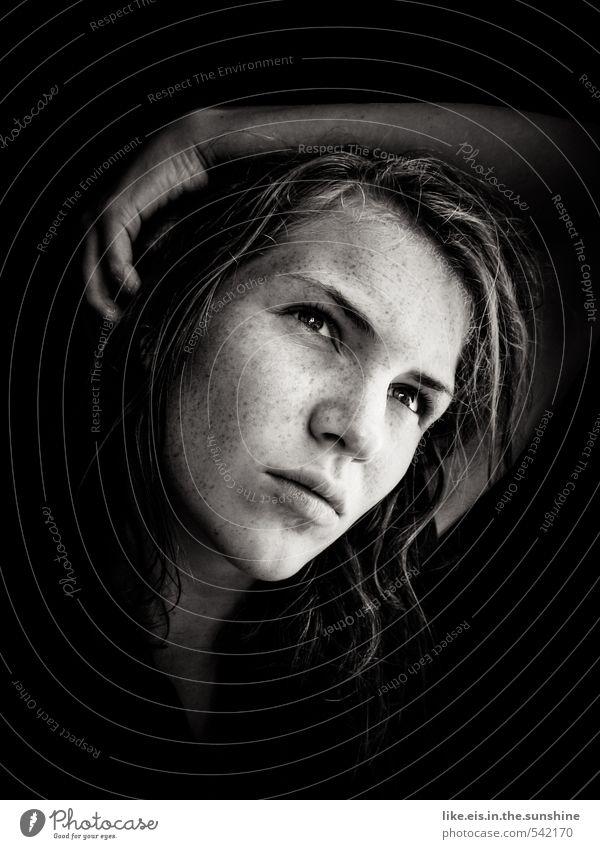 innere stärke spüren. Wohlgefühl Zufriedenheit Sinnesorgane feminin Junge Frau Jugendliche Leben Kopf Gesicht 18-30 Jahre Erwachsene blond langhaarig Erfolg