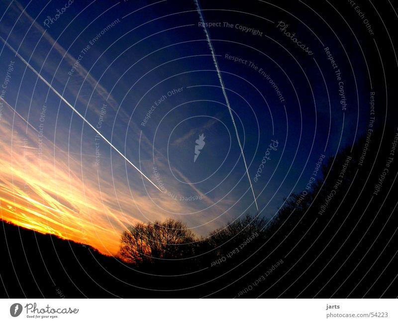 Ende eines Tages Wolken Sonnenuntergang Nacht Himmel kondesstreifen Abend Abenddämmerung