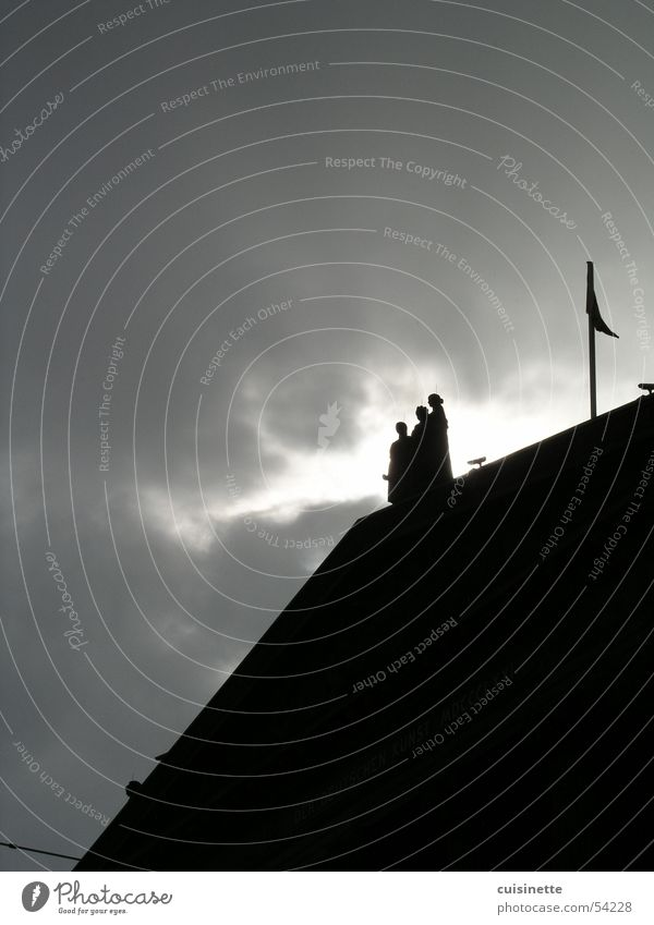 stormy weather grau Berlin Wetter Museum Himmel Wolken Dach dunkel 3 bedrohlich Wahrzeichen Denkmal Herbst mehrere