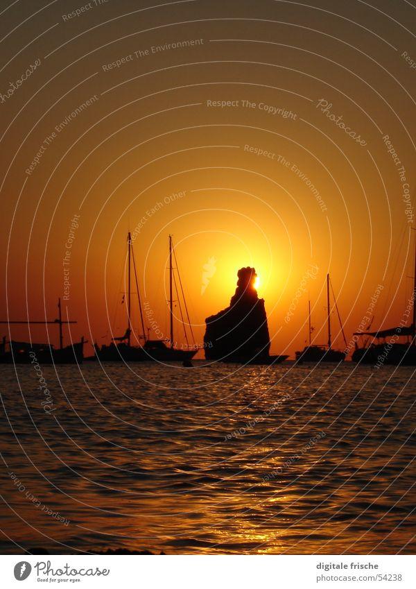 Ibiza Cala Benirras 2005 Strand Sonnenuntergang Meer Segelboot Ferien & Urlaub & Reisen Wellen Sommer Freude Himmel