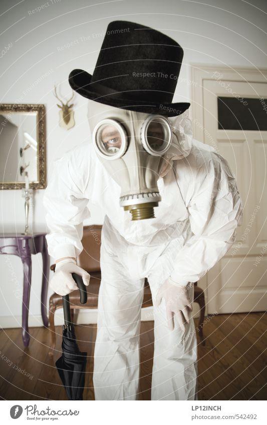 LP´s Maskerade Mensch Jugendliche weiß 18-30 Jahre Junger Mann Erwachsene Angst maskulin Wohnung Häusliches Leben gefährlich verrückt Hut gruselig Regenschirm