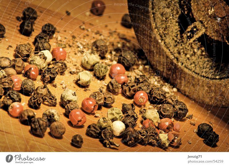 Scharf. Kräuter & Gewürze Pfefferkörner Mühle Pfeffermühle kochen & garen Zutaten Küche zerkleinern pepper Scharfer Geschmack Würzig