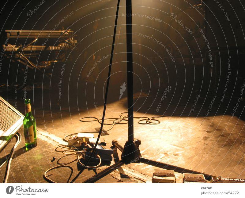 logh Aftershow I rocken Synthesizer Vorgesetzter Singspiel Club Bühne Bier Stimmung Pedal aufräumen weiß Laune Spielen Glück Konzert musizieren stechen