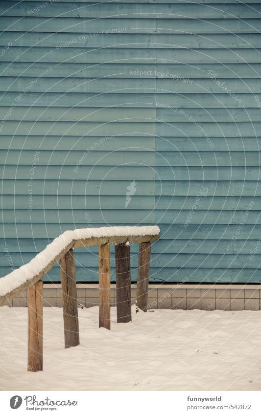 Schnee auf'm Zaun Ferien & Urlaub & Reisen blau weiß Farbe Einsamkeit kalt Traurigkeit Holz Eis trist warten geschlossen Vergänglichkeit Wandel & Veränderung