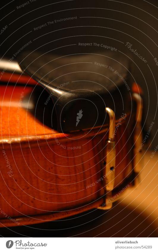 Violine - Kinnhalter Geige Musik Klassik Saite Orchester violin fiddle Klang Ton Bogen bow Detailaufnahme classic string orchestra kinnhalter