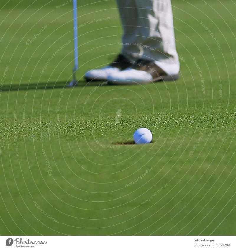 einlochen Golf Golfschuhe grün Golfball Sportrasen Grasnarbe Freizeit & Hobby Freude verhaften putt in putter