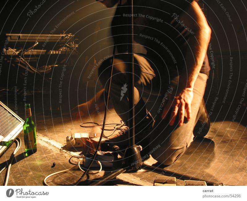 logh Aftershow II rocken Synthesizer Vorgesetzter Singspiel Club Bühne Bier Stimmung Pedal aufräumen weiß Laune Spielen Glück Konzert musizieren stechen