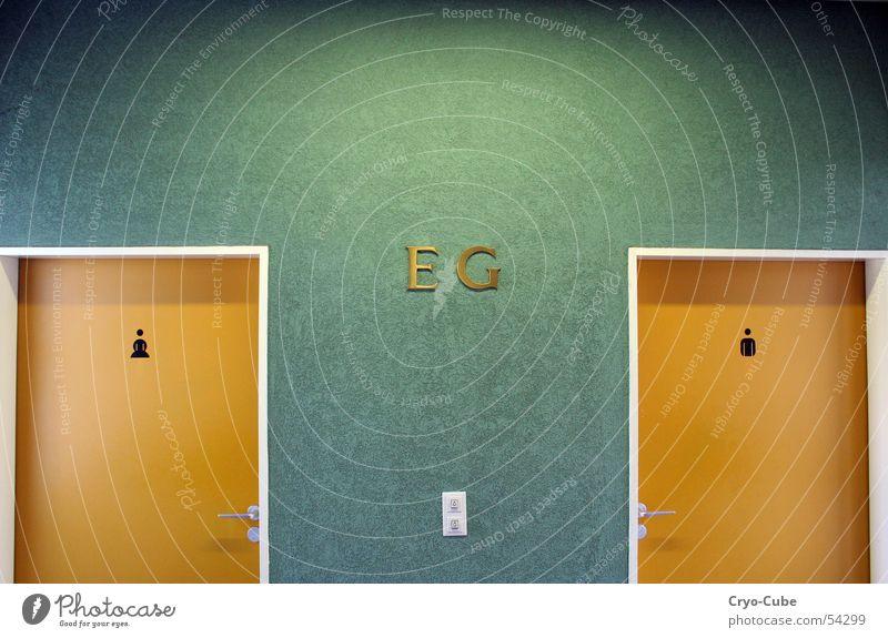 orange türen gelb mehrfarbig Wand grün frontal Einsamkeit Innenaufnahme Kunstlicht Siebziger Jahre Tür door symetrisch symetrie Toilette Raum room stylish