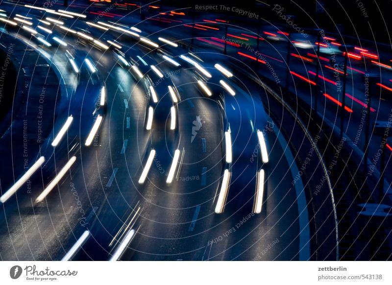 Schnell Abend Autobahn Berufsverkehr Bogen individualverkehr Kurve light tracks lighttracks Nacht Stadtautobahn Stadttor Skyline Verkehrsstau Straße wallroth