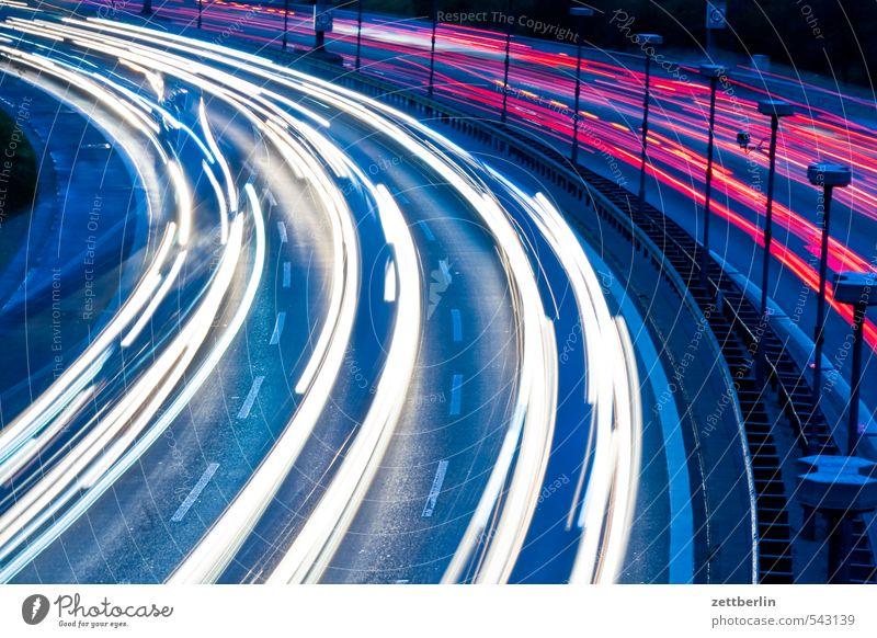 Schneller Abend Autobahn Berufsverkehr Bogen Individualreise Kurve light tracks lighttracks Nacht Stadtautobahn Städtebau Verkehrsstau Straße wallroth