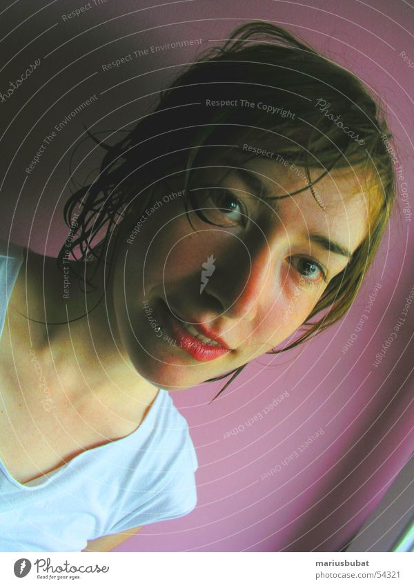 Katja Junge Frau Jugendliche Porträt Frauengesicht Haare & Frisuren nass feucht Blick in die Kamera Haarsträhne sympathisch natürlich authentisch zerzaust
