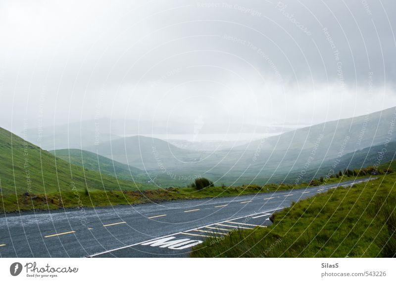 Urlaub auf der Insel IV Natur Landschaft Himmel Wolken Nebel Hügel Gipfel See Republik Irland Menschenleer Straße wandern grau grün Stimmung Farbfoto