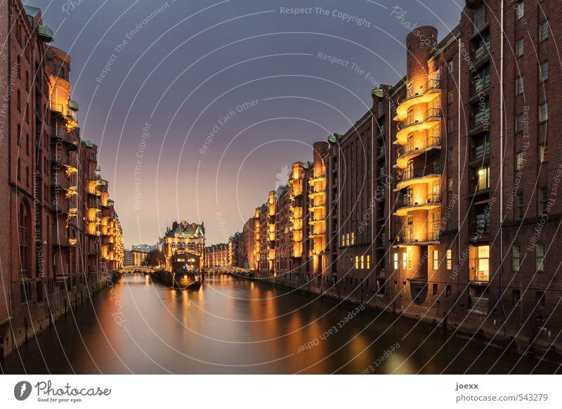 Hafenstadt alt schön schwarz gelb Architektur braun Fassade orange Brücke Hamburg Kultur historisch violett Balkon Denkmal Sehenswürdigkeit