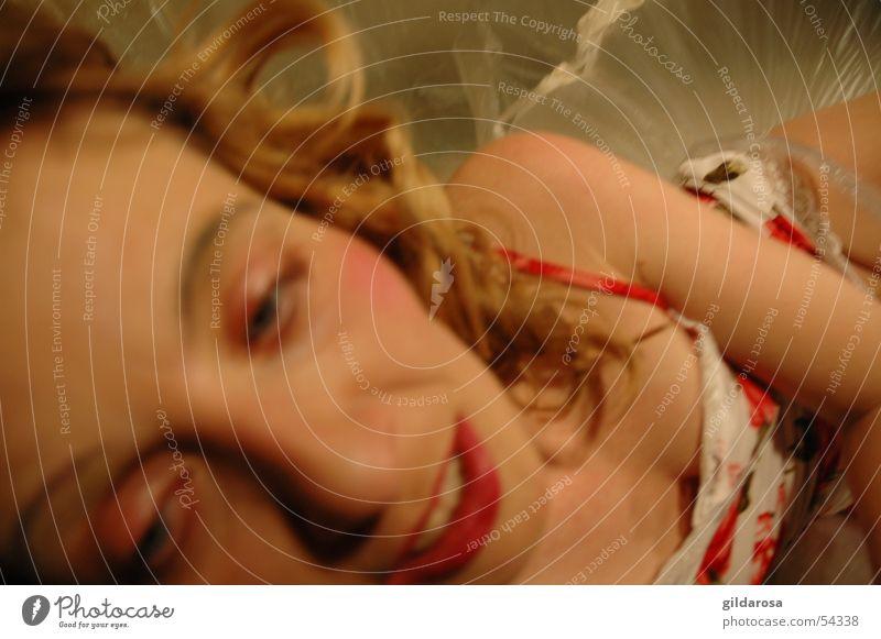 Kalte Schulter Mensch Frau schön weiß rot Gesicht Auge Haare & Frisuren Erde liegen frei blond Haut Mund weich Coolness