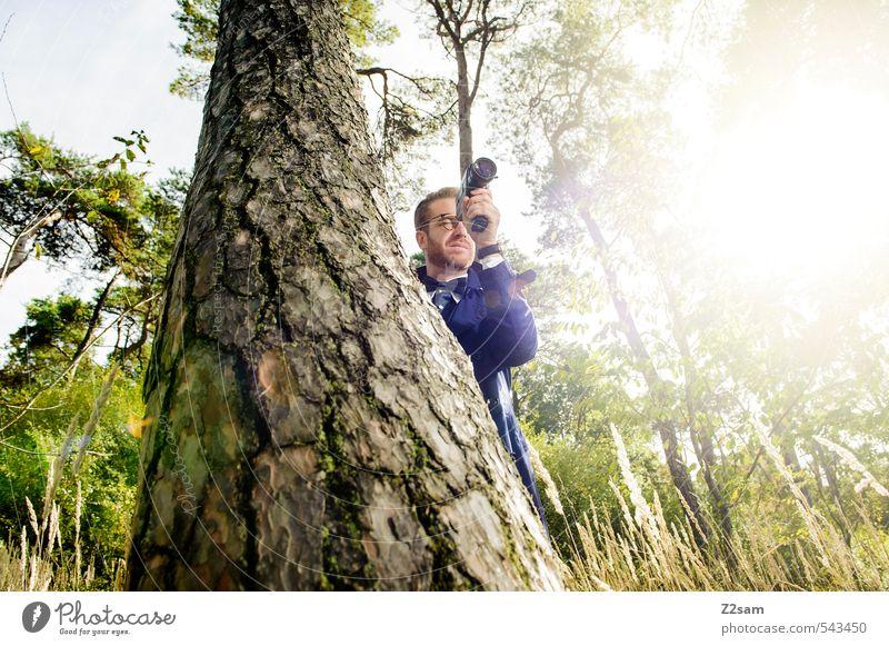 8mm Auf der Lauer! Jugendliche Sommer Baum Junger Mann 18-30 Jahre Wald Erwachsene Wiese Stil Mode maskulin elegant blond Lifestyle Sträucher Schönes Wetter