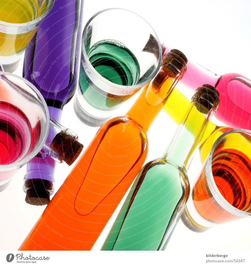 Farben Wasser weiß grün rot gelb Wiese Farbstoff Orange Kraft Feste & Feiern orange Glas Frucht Industrie Getränk