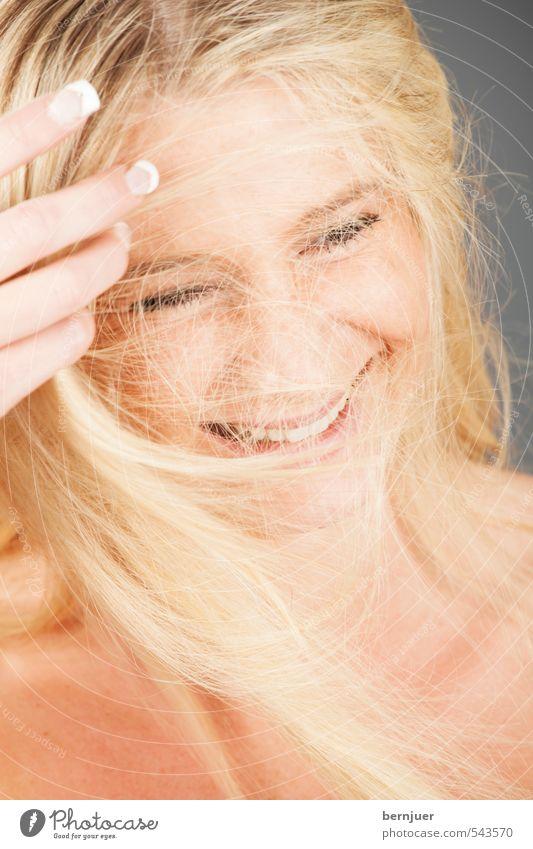 tangled up Mensch Jugendliche Junge Frau Freude 18-30 Jahre Erwachsene Erotik feminin lachen Haare & Frisuren Kopf blond Wind Lächeln Zähne Locken
