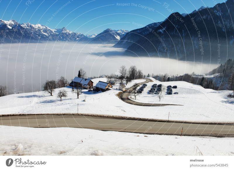 Fernblick Himmel Ferien & Urlaub & Reisen blau weiß Erholung Landschaft ruhig Winter kalt Berge u. Gebirge Straße Schnee braun Nebel Tourismus