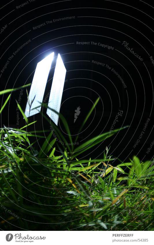 Leuchtturm Himmel Lampe dunkel Wiese Gras Beet