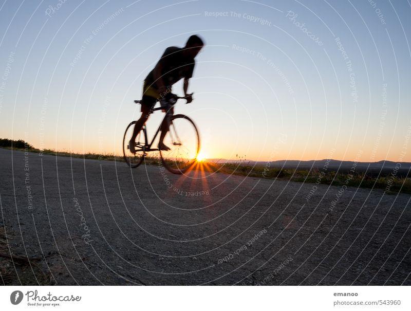Abwärts Mensch Himmel Jugendliche Ferien & Urlaub & Reisen Mann blau Sommer Sonne Landschaft Freude Junger Mann Erwachsene Berge u. Gebirge Sport Bewegung