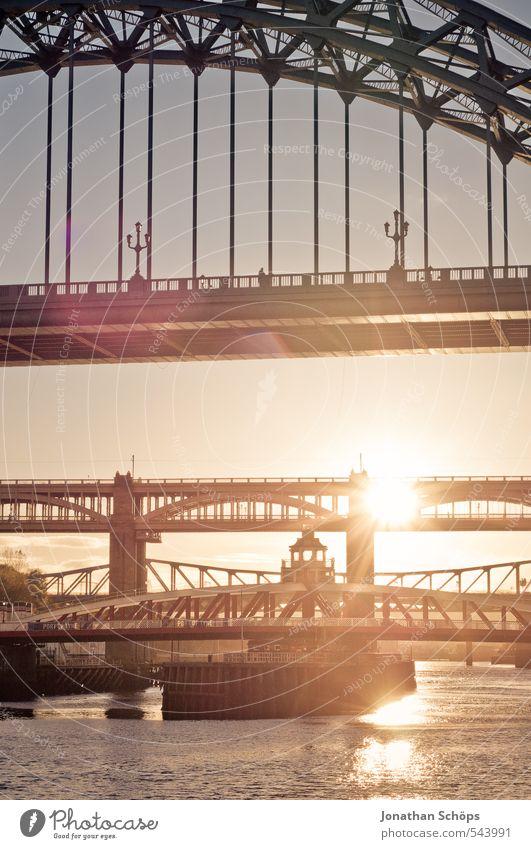Newcastle upon Tyne II Großbritannien England Stadt Lebensfreude ästhetisch Brücke Brückenkonstruktion Stahlbrücke Fluss Sonnenlicht Sonnenstrahlen verträumt