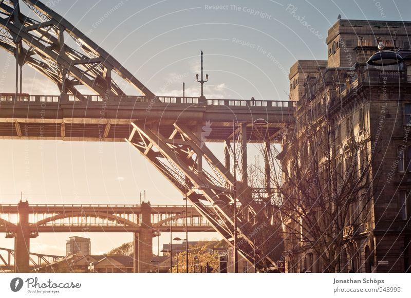 Newcastle upon Tyne III Großbritannien England Stadt Lebensfreude ästhetisch Brücke Brückenkonstruktion Stahlbrücke Fluss Sonnenlicht Sonnenstrahlen verträumt