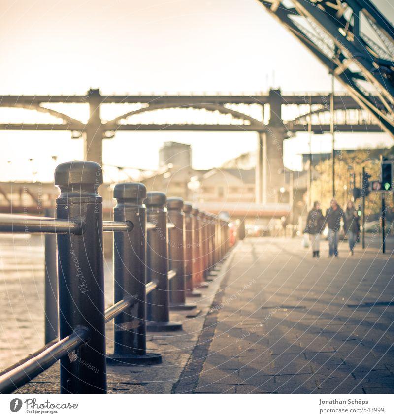Newcastle upon Tyne IV Großbritannien England Stadt Lebensfreude ästhetisch Brücke Brückenkonstruktion Stahlbrücke Fluss Sonnenlicht Sonnenstrahlen verträumt