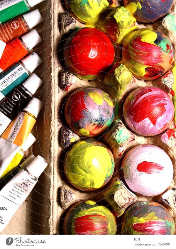 bunte eier Natur blau weiß grün rot Farbe gelb Lebensmittel Ernährung Ostern rund Ei Karton Tube