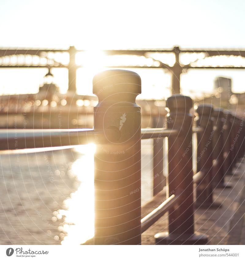 Newcastle upon Tyne V Großbritannien England Stadt Lebensfreude ästhetisch Brücke Brückenkonstruktion Stahlbrücke Fluss Sonnenlicht Sonnenstrahlen verträumt