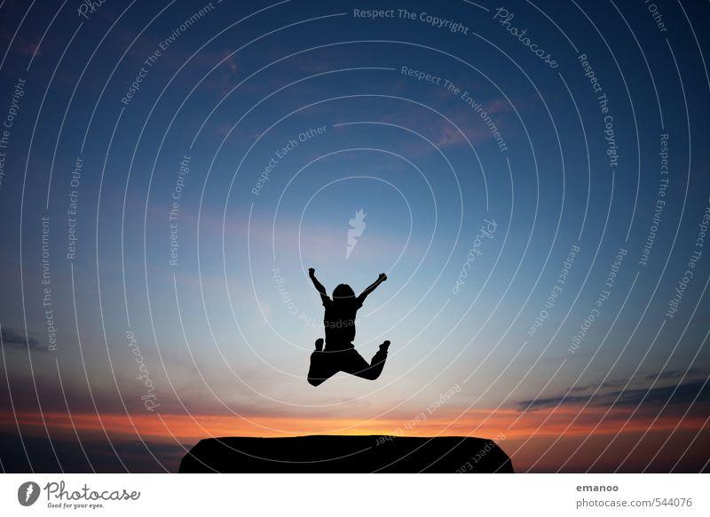 Juhu 17 Freude Ferien & Urlaub & Reisen Freiheit Sport Mensch Kind Junge Kindheit Jugendliche Körper Himmel Horizont Hügel Berge u. Gebirge springen sportlich