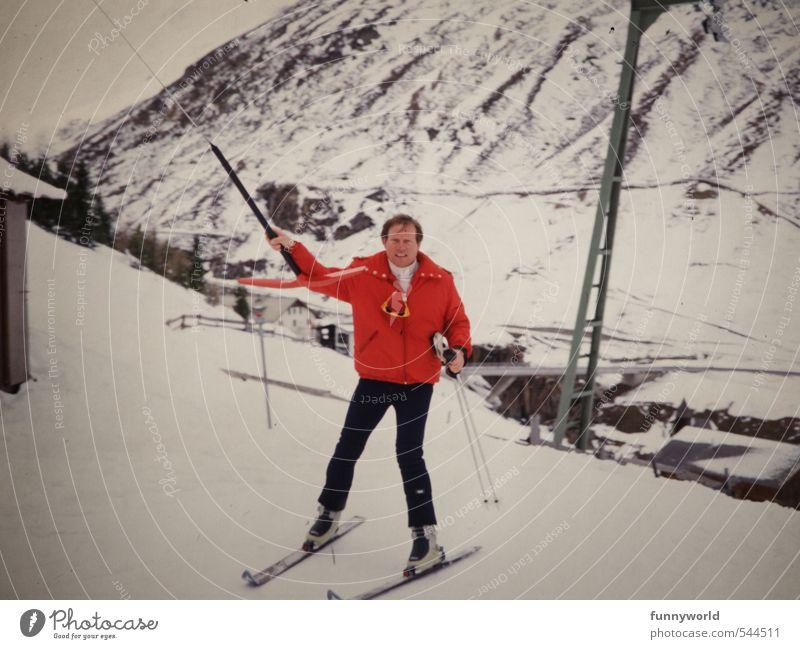 Ankerlift mit roter Jacke Mensch Ferien & Urlaub & Reisen Mann rot Landschaft Freude Winter Erwachsene kalt Berge u. Gebirge Schnee Sport Bewegung Eis maskulin Bekleidung