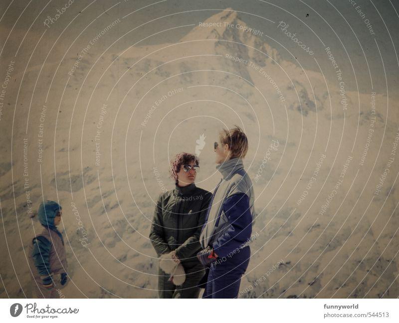 3 unterm Gipfel Mensch Kind Jugendliche Junge Frau Winter Junger Mann Erwachsene Berge u. Gebirge Leben Sport sprechen Familie & Verwandtschaft Zusammensein