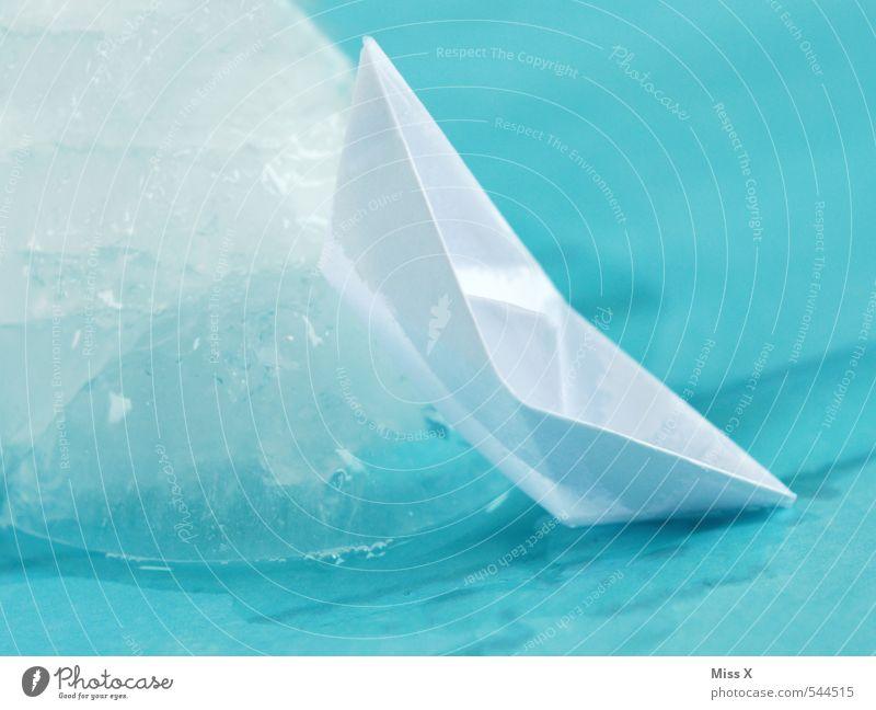 Aufgelaufen Wasser Meer Winter Gefühle Wasserfahrzeug Stimmung Eis Angst gefährlich bedrohlich kaputt Frost Papier Todesangst Schifffahrt Sturm