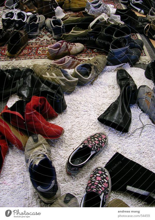 Schuhe Stiefel Eingang Teppich Bekleidung Tanzfläche Bodenbelag shoes entrance