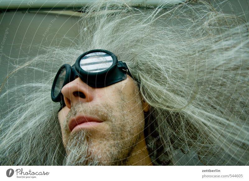 Frisur vs. Haarwuchs Mensch Mann alt Gesicht lustig Haare & Frisuren Wind verrückt Nase Brille Bart Maske Großmutter Theaterschauspiel Sturm Irritation