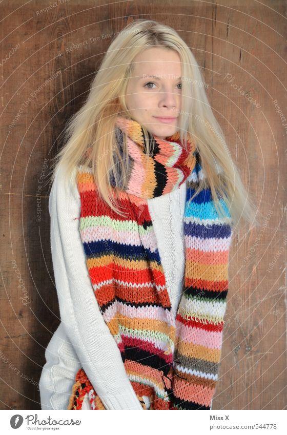 Winter Mensch Jugendliche schön Junge Frau 18-30 Jahre Erwachsene kalt feminin Gefühle Stil Mode Stimmung blond Zufriedenheit Warmherzigkeit