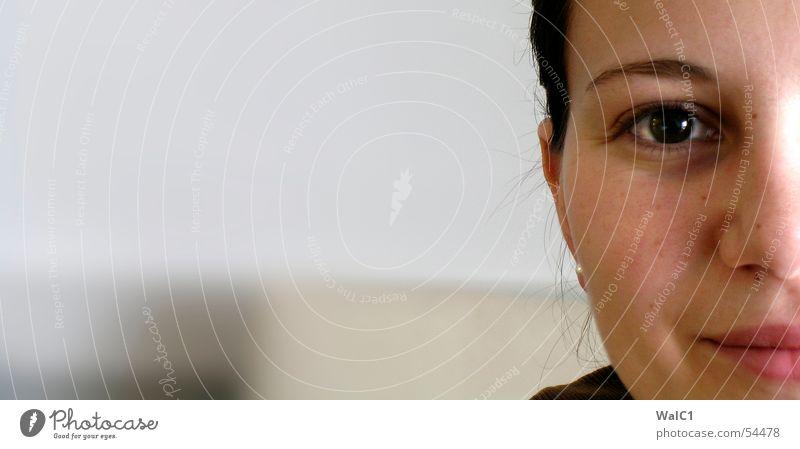 Fifty, fifty Frau Porträt Augenbraue Pupille Wange Dame Nase Mund Gesicht Ohr Haare & Frisuren