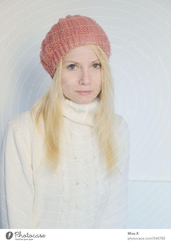 Husky-Augen schön Körperpflege Gesicht Mensch feminin Junge Frau Jugendliche 1 18-30 Jahre Erwachsene Winter Mode Mütze Haare & Frisuren blond langhaarig