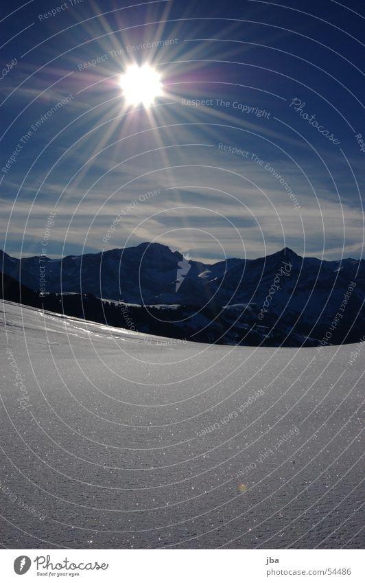 Morgensonne Himmel weiß Sonne blau Wolken Lampe Schnee Berge u. Gebirge glänzend Aussicht Kondensstreifen Saanenland Pulverschnee Gstaad Saanebezirk