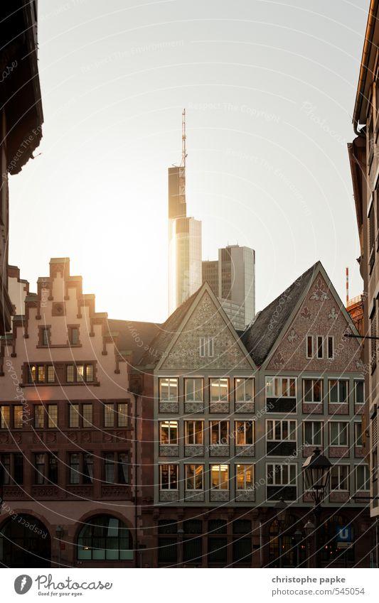 Stadt mit Bankenhintergrund Wirtschaft Geldinstitut Frankfurt am Main Deutschland Stadtzentrum Skyline Menschenleer Hochhaus Marktplatz Bauwerk Gebäude