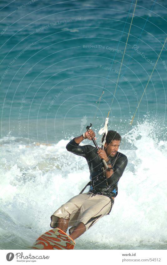 showman Wasser Meer Sommer schwarz Sport fliegen nass Surfen Kiting Sal Cabo Verde