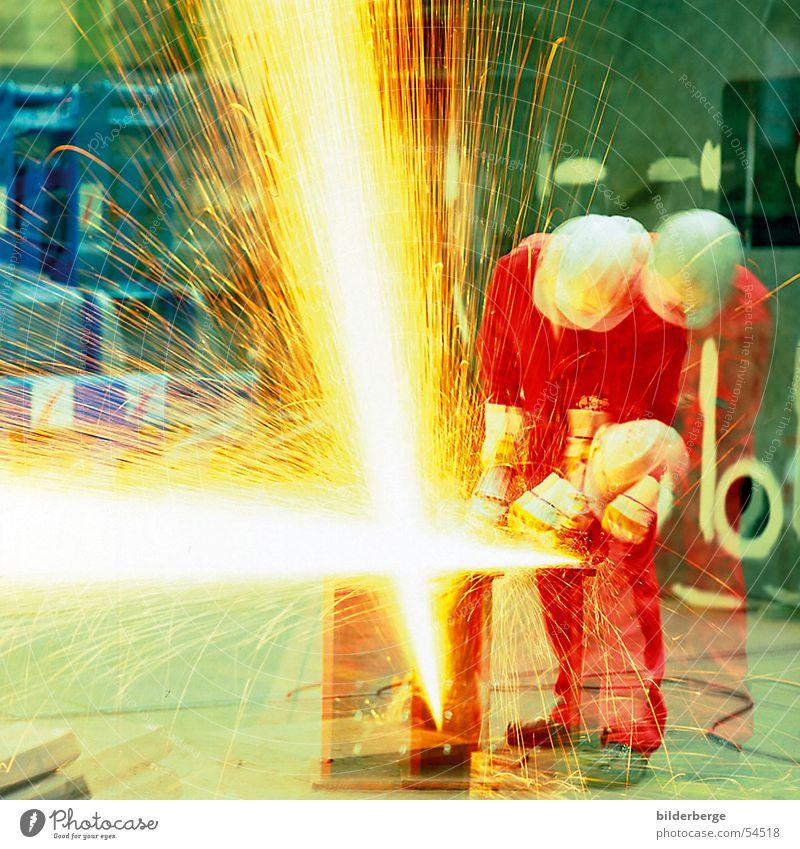 Flexfeuer Stahlverarbeitung flexen Winkelschleifer rot Helm Arbeit & Erwerbstätigkeit Langzeitbelichtung gelb Schweißen Schutzhelm Berufsleben Industrie Schrott