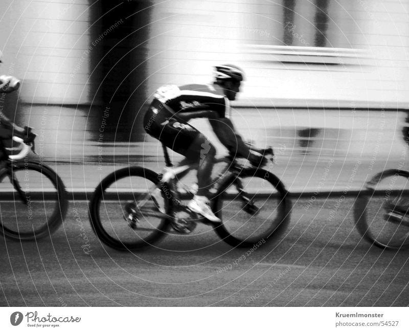 Radrennen Fahrrad Rücup Fahrer Lee Stadt Essen Essen-Rüttenscheid Rennfahrer Schwarzweißfoto Bewegung