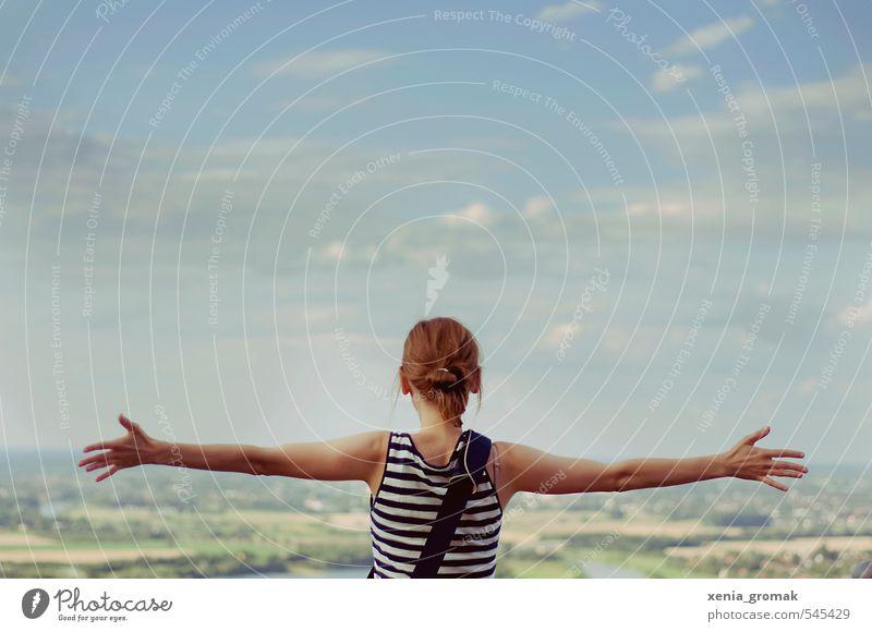 Freiheit Mensch Himmel Natur Jugendliche Ferien & Urlaub & Reisen Pflanze Sommer Erholung Junge Frau Landschaft Wolken 18-30 Jahre Erwachsene Umwelt Berge u. Gebirge Leben