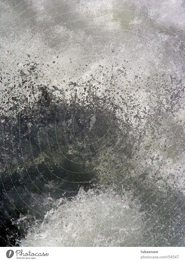 Splash Wasser springen Wellen Wildtier Wassertropfen Fluss Erfrischung Schaum spritzen hüpfen liquide Schmelzwasser