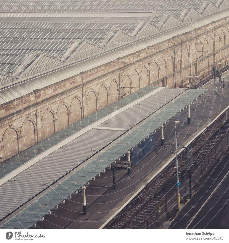 Edinburgh XX Stadt Gebäude Architektur Nebel trist Verkehr Dach Neigung Güterverkehr & Logistik violett Bauwerk Verkehrswege Stadtzentrum Hauptstadt Bahnhof