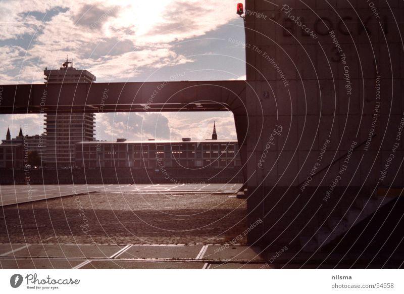Hafenkontor Mannheim Gebäude blenden Block grell Rhein Kontor